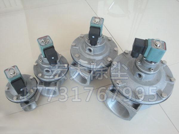 在安装脉冲袋式除尘器的过程中,先通气吹扫压缩空气管道,除去铁锈,焊